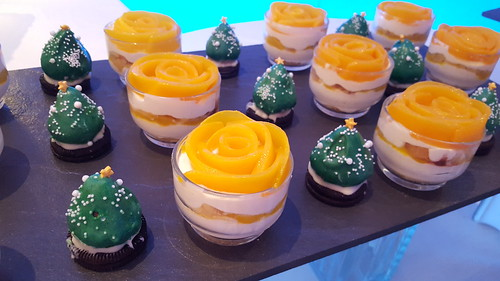 "DavaoFoodTripS.com : Mangomisu + Chocolate Covered Strawberry Christmas Trees | Seda Abreeza's Blue-themed Christmas Eve Dinner, ""Gliteratti"" New Year's Eve Countdown Party and More This December 2016"