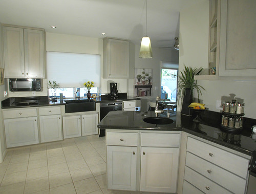 Black Granite Round Kitchen Tables