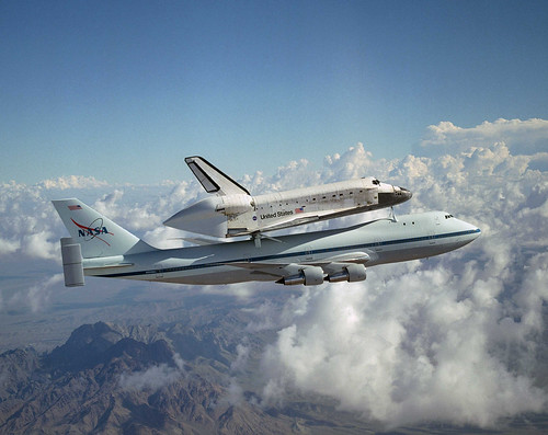 Released to Public: Space Shuttle Discovery Catches a Ride by Lori Losey/NASA, August 19, 2005 (NASA) | by pingnews.com