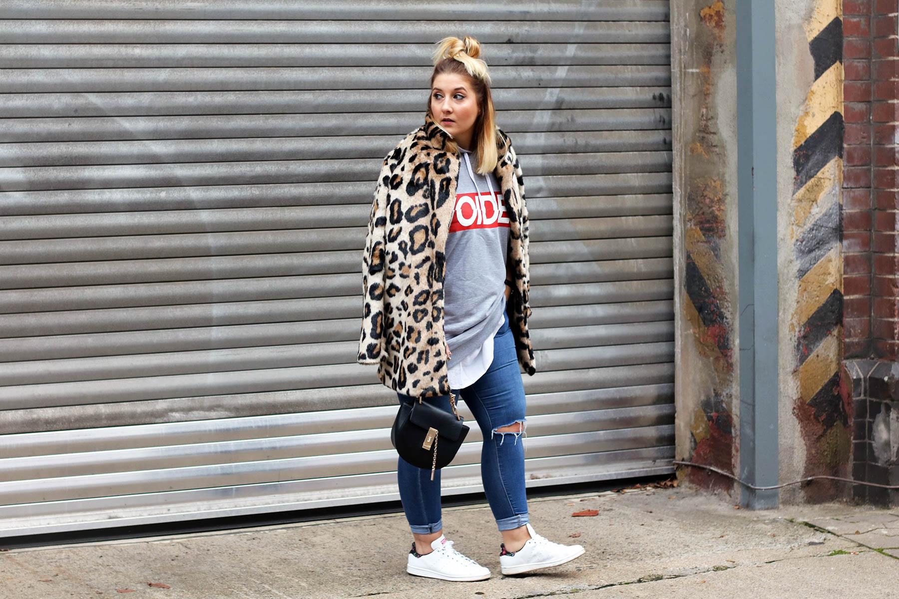 outfit-modeblog-fashionblog-fashionpassionlove-leo-mantel-trend-mantel-winter-sneaker-adidas18 (1 von 1)