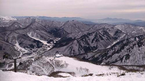 筍山へは午前中しか上がれなかった。午後は強風でリフトの営業終わっちゃったので