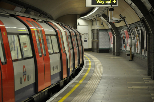 South Wimbledon tube platform