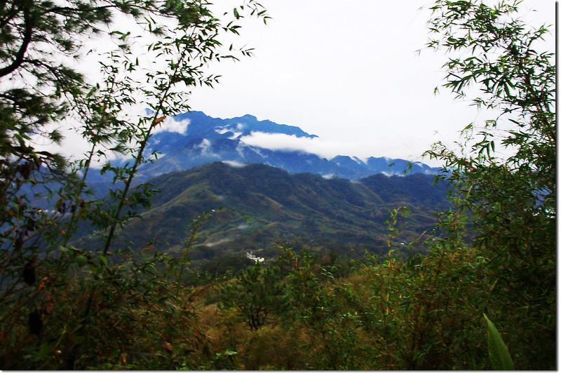 復興圓山西南眺那是山、外鳥嘴山