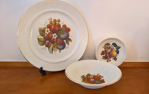 CL Fruit Design & Gold edge on  Apollo is Cake Plate/Server Peaches, Pears, Strawberries d997 31629691362_63a10c8773