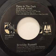 BRENDA RUSSELL:PIANO IN THE DARK(CRY JUST A LITTLE)(LABEL SIDE-A)