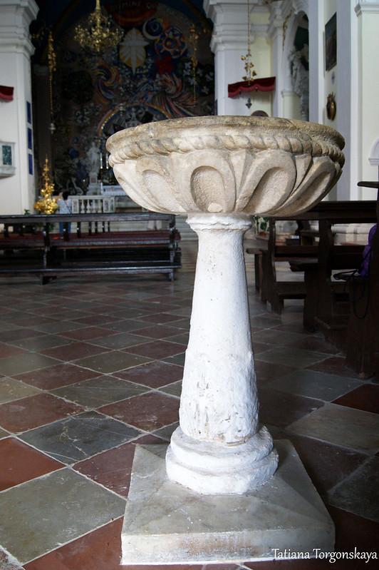 Чаша с освященной водой