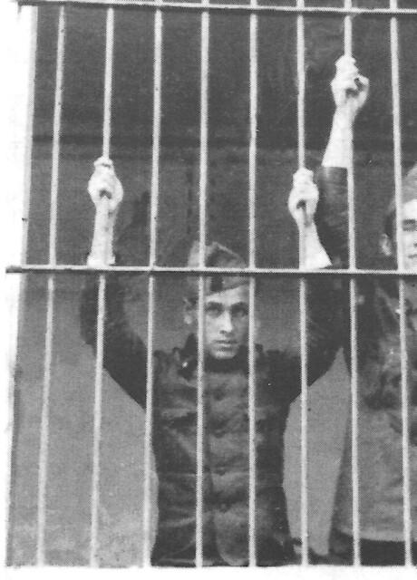Madriles fotografiat mentre feia el servei militar a Mataró (FF)