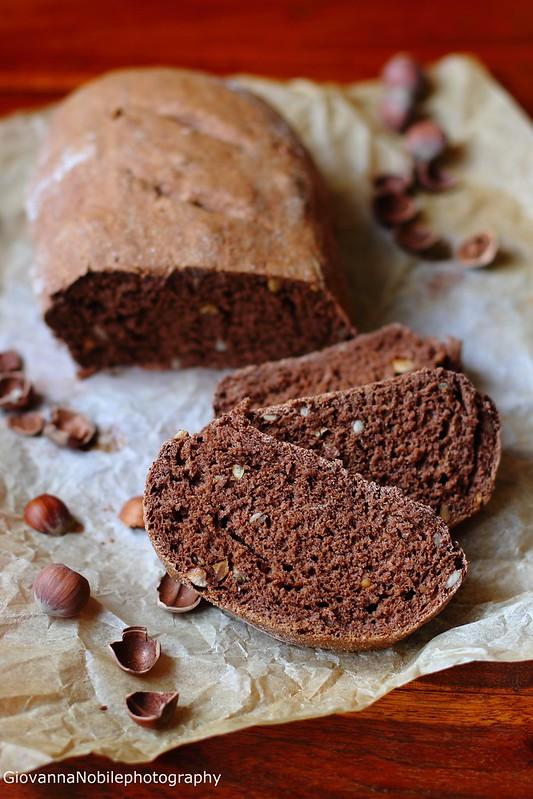 Pane con cacao e nocciole