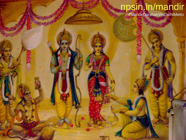 A large size canvas placed on the left side wall, having Shri Ram Pariwar.