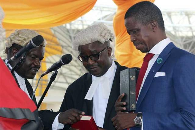 Cérémonie d'investiture d'Edgar Lunga en Zambie