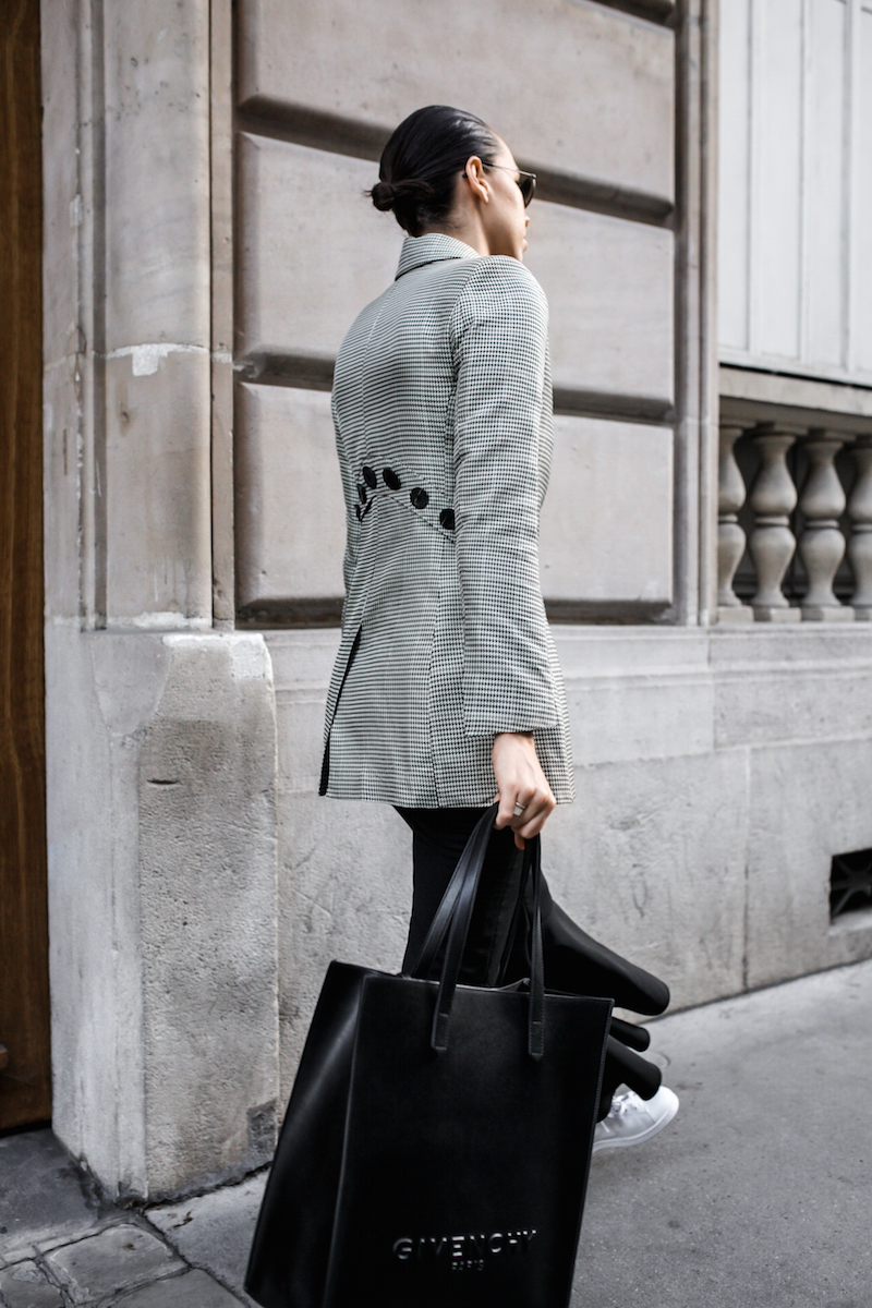 ellery cropped ankle flare pant trouser houndstooth velma blazer Givenchy tote Paris fashion blogger modern legacy workwear street style Instagram minimal (3 of 7)