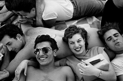Coney Island Teenagers, 1949 © Harold Feinstein Courtesy Galerie Thierry Bigaignon