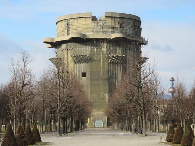Flakturm Wien - Torre Contraerea di Vienna presso il parco di Augarten