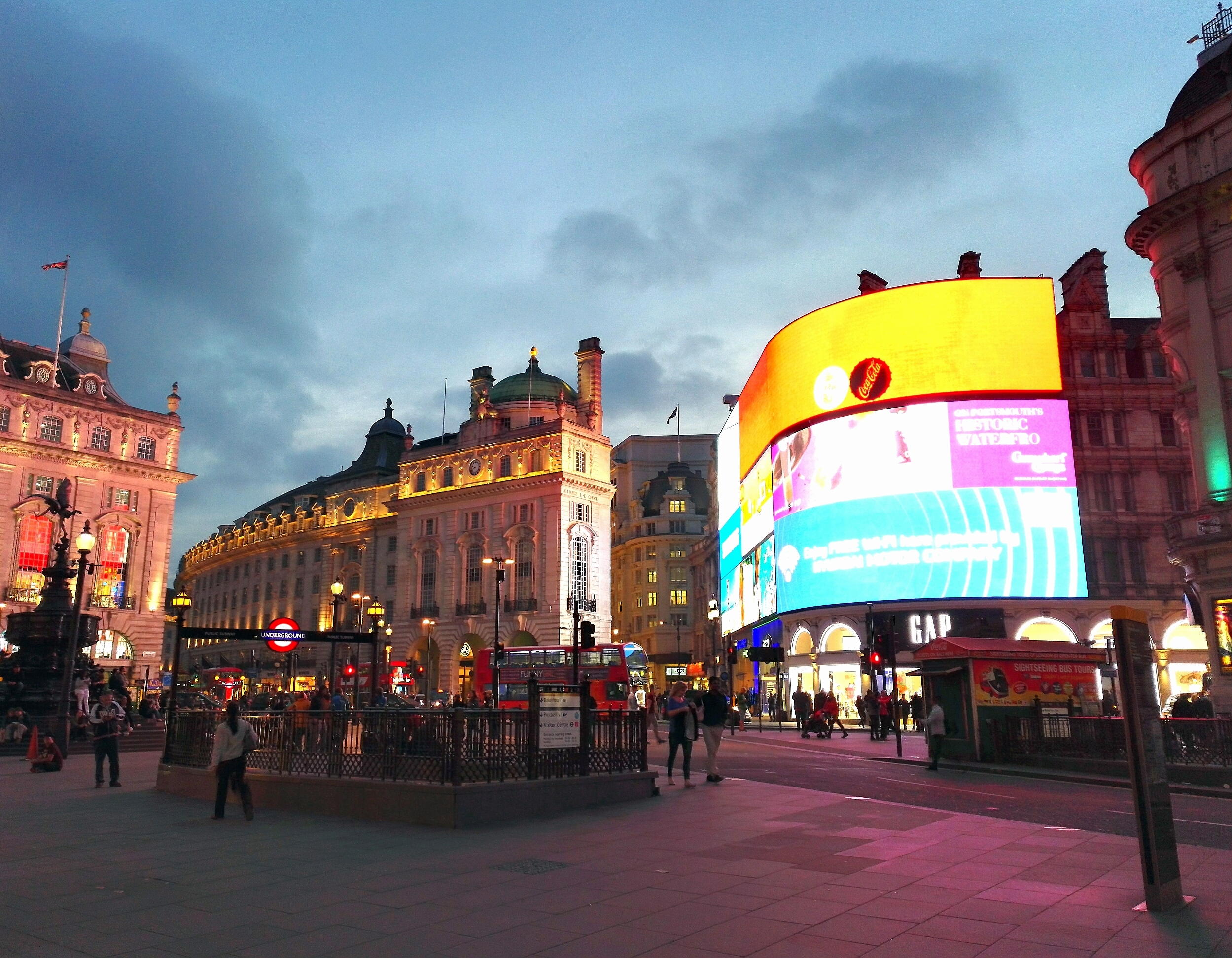 lontoo piccadilly circus