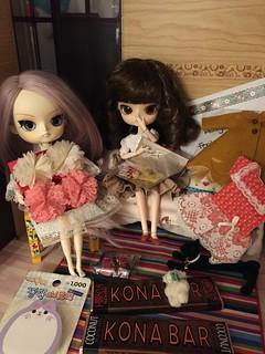 Feriha's 10th anniversary holiday swap gifts! 31480257946_57fd86f577_n