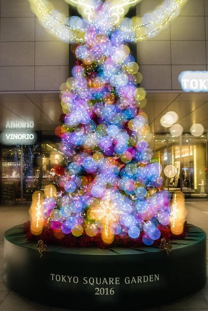 東京スクエアガーデンのクリスマスツリーを多重露光で撮影