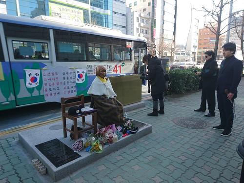 20170110_在釜山日本領事館前