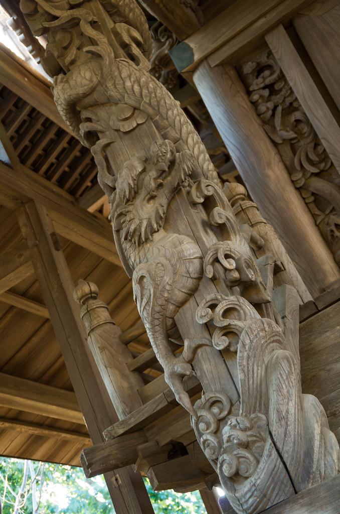 富塚鳥見神社 向拝柱 龍の彫刻
