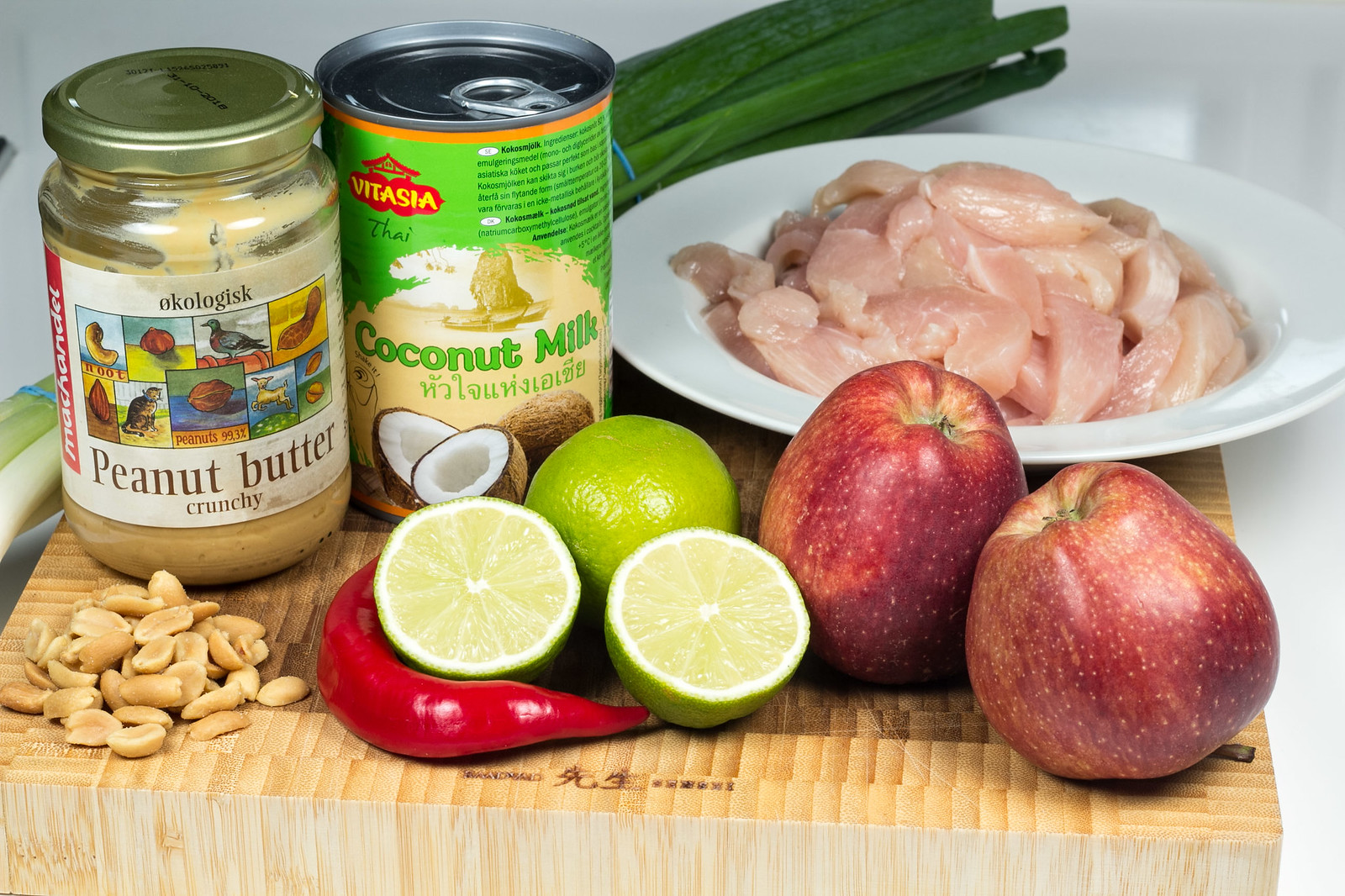 Recipe for Homemade Peanut Butter Chicken with Apples and Spring Onions