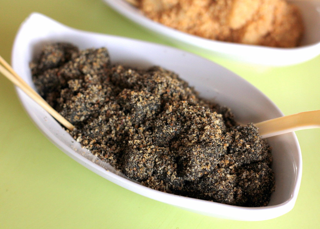 heavenly-snacks-black-sesame-muah-chee
