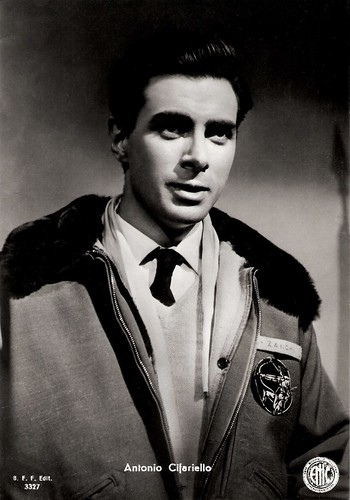 Antonio Cifariello in I quattro del getto tonante (1955)