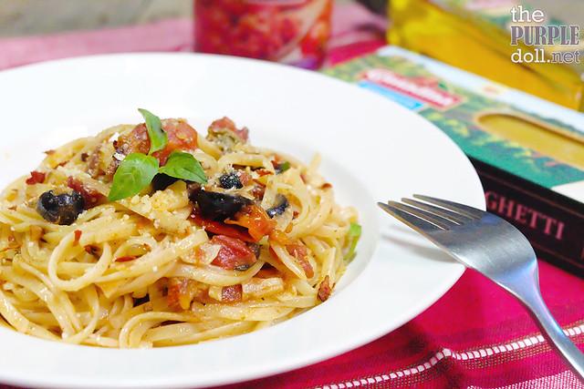 Pasta Puttanesca with Contadina