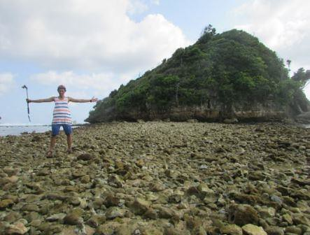 berfoto di pulau karang