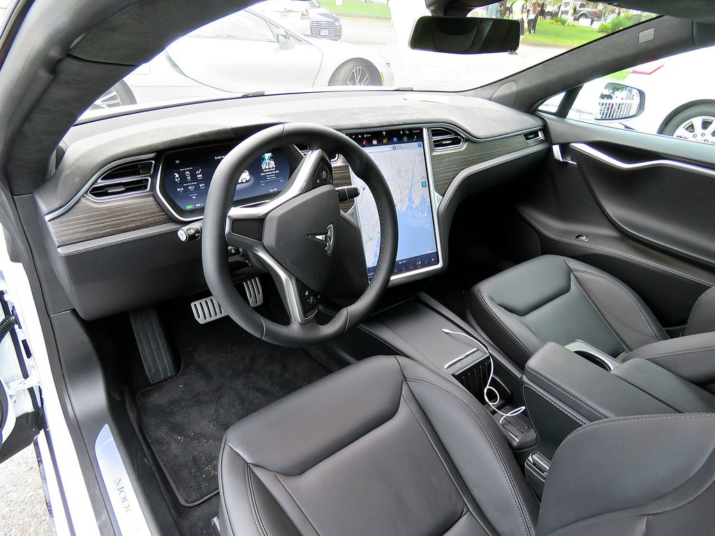 Tesla Model S P90D 11