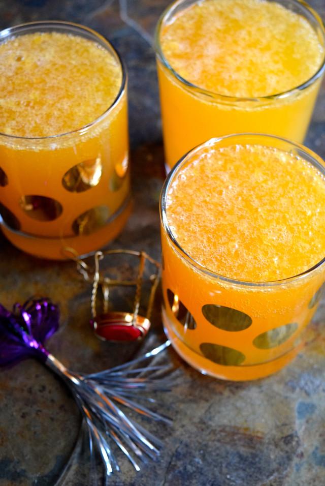 Christmas Breakfast Clementine 75's | www.rachelphipps.com @rachelphipps