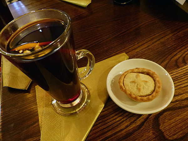 dernier mulled wine and mince pie