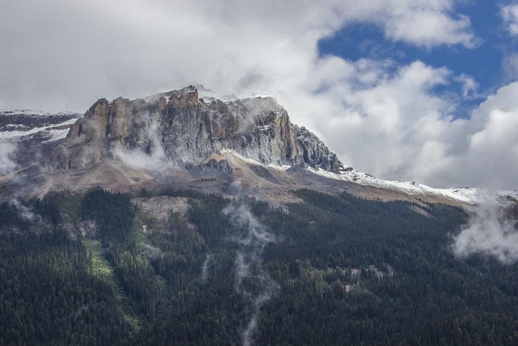 The mountains around Emerald Lake