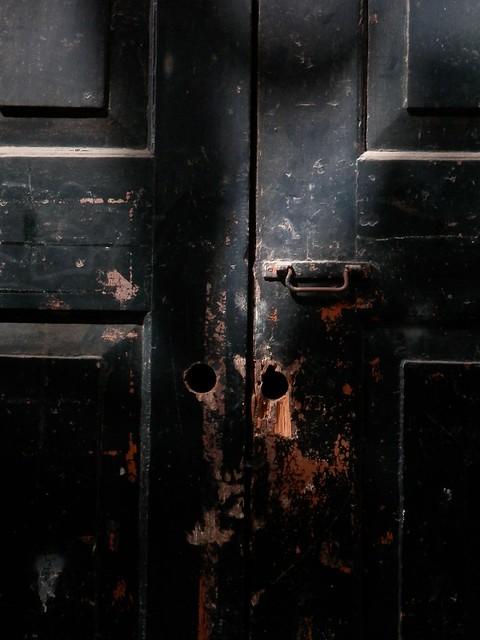 Vieja puerta reventada