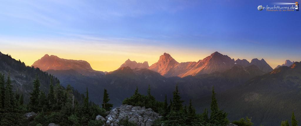 Glowing North Cascades summits