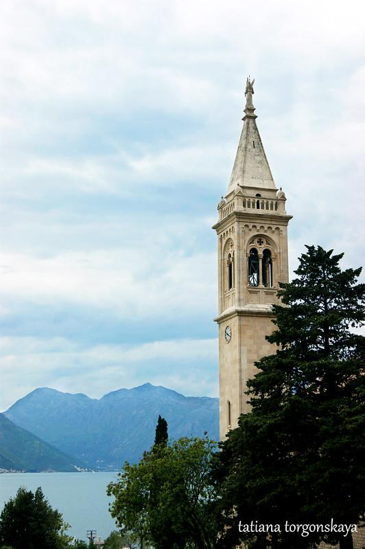 Пейзаж с колокольней церкви