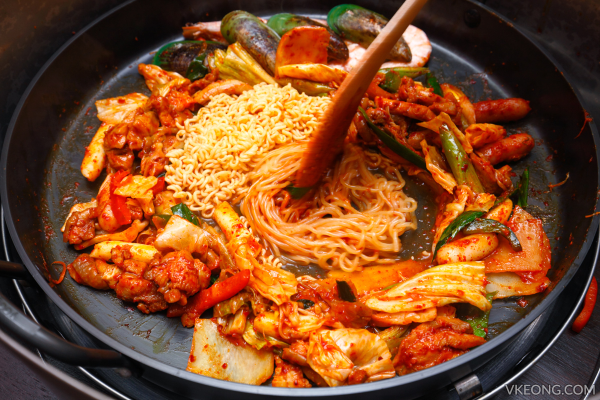 Yoogane Dak Galbi with Noodles