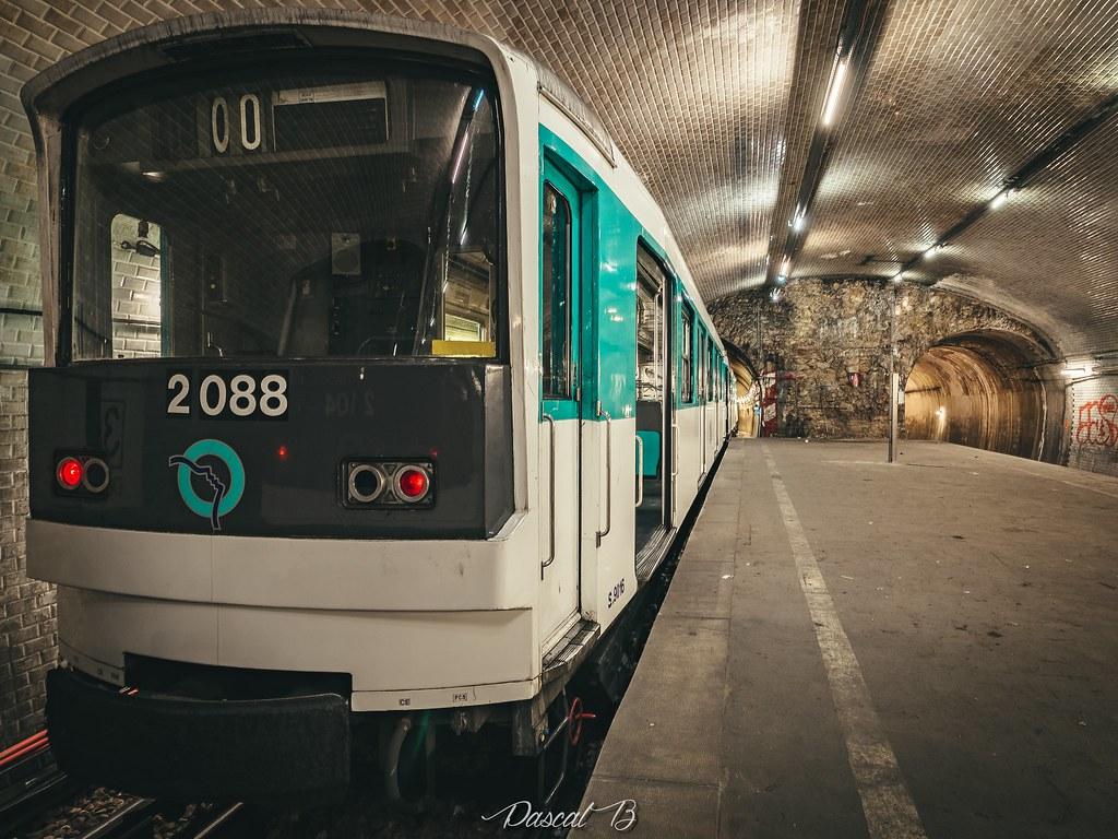 [Station famtôme] Porte Molitor 31791707002_512e77f94c_b