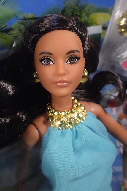 2016 Barbie The Look Pool Chic DVP56 (1)