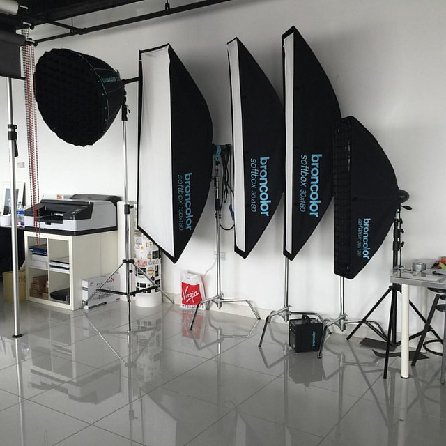#studio #jumeirah #dubai #uae #dxb #mydubai #photography #lighting #camera #canon #nikon #hasselblad #broncolor #scoro #generator #para88 #lightbar #softbox #movie #satellite #mobil #photoshoot #product #fashion #models