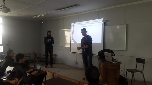 Des photos de la première séance de Game Dev animées par Abdelkrim Bournane étudiant en 1cs et developpeur de jeux vidéos