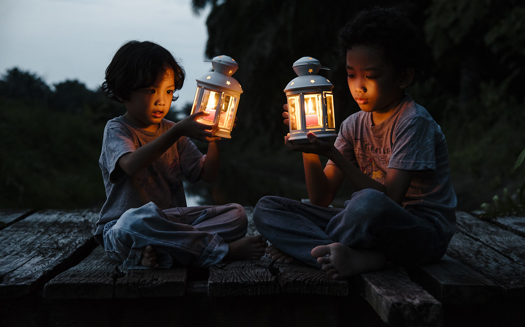 Family Photography | Children With Lanterns