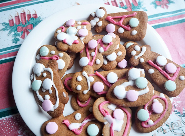 gingerbread cookies, gingerbread love, joulupipari, koristelu, joulupiparit, decoration, homemade, itse, color, green, white, pink, valkoinen, viihreä, poppu, pig, sydän, heart, ranskanpastillit, joulupöytä, christmas table, christmas feeling, big boost, christmas,joulu,