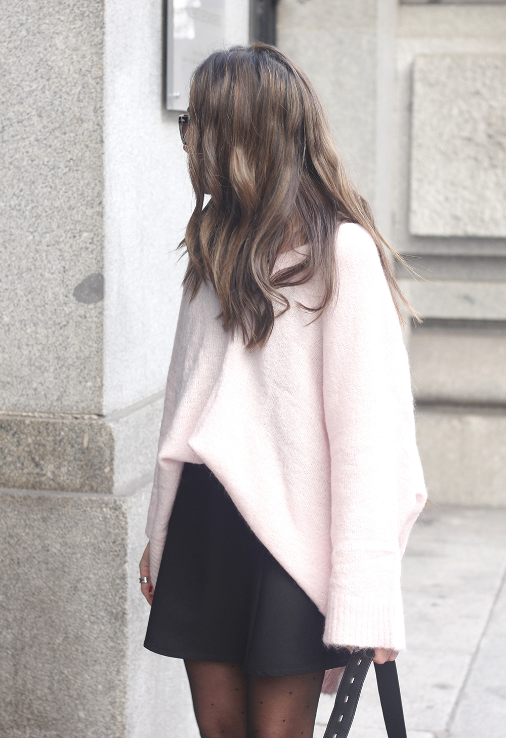 Pink sweater black skirt bulgari ring gloria ortiz bag heels outfit styel fashion11