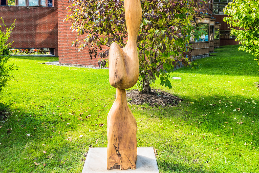 BEING WITH OAK BY CONLETH GENT [SCULPTURE IN CONTEXT 2015] REF--107681