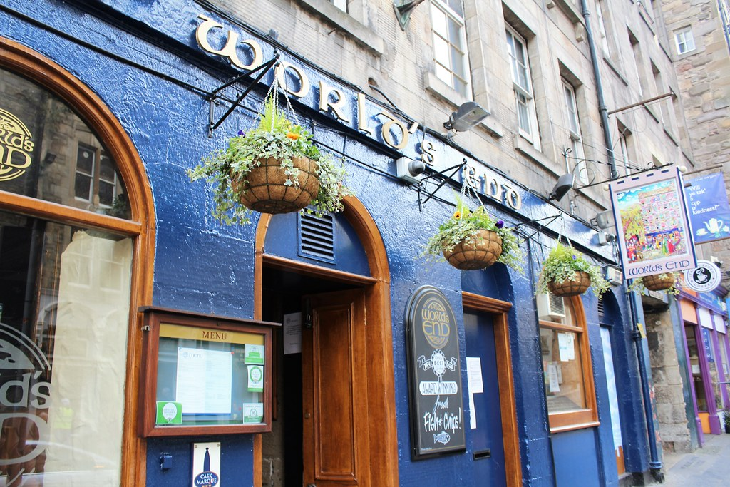 World's End Pub, Royal Mile, edinburgh, Scotland.