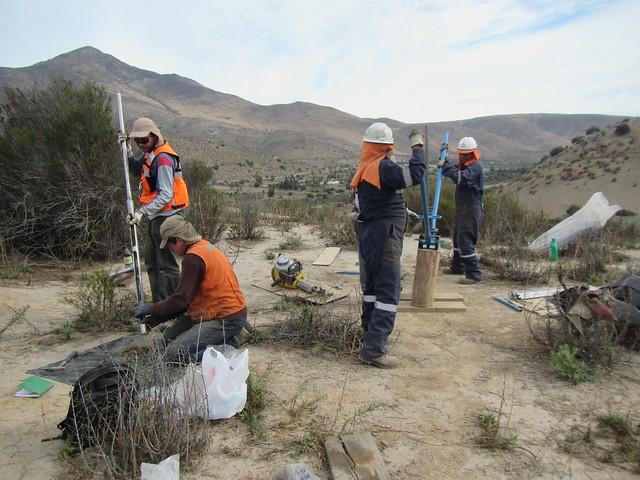 Toma de muestra geoquímica en depósito de relaves (1)