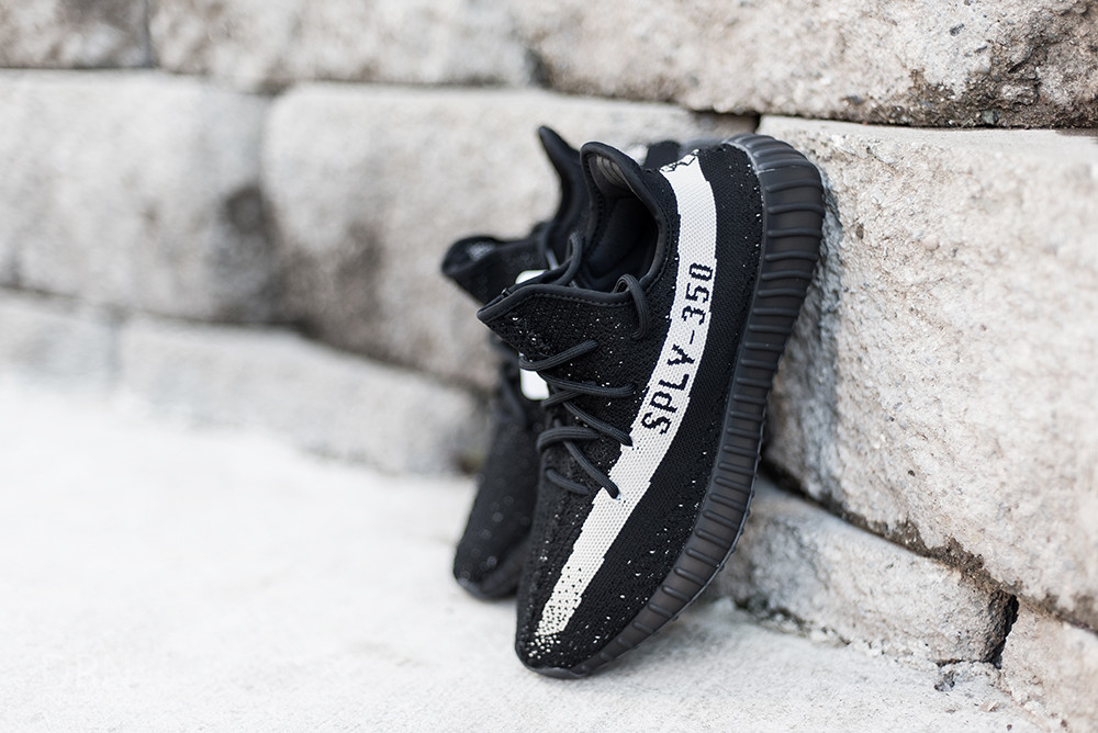 Yeezy Boost 350 V2 Core Black/Core White