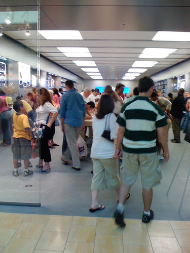 Houston Galleria Apple Store iPhone Madness | by mrbill