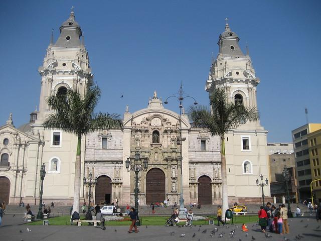 Plaza de Armas, Catedral