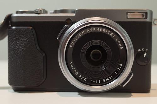 FUJIFILM X70 01