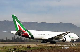 Alitalia B777-200ER EI-DBK en SCL (RD)